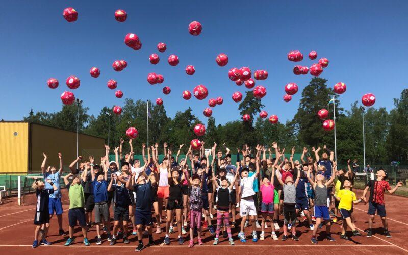 Spela TENNIS och PADEL på Tennisstadion i sommar…!